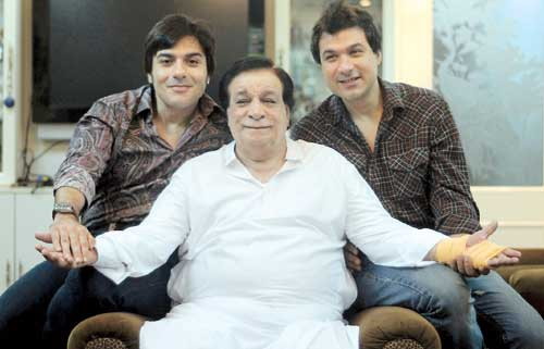 Sarfaraz Khan with his father Kader Khan and brother Shahnawaz Khan