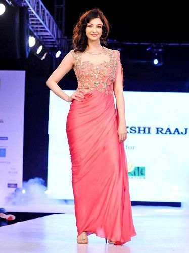 Saumya Tandon walking the ramp for Sonakshi Raaj