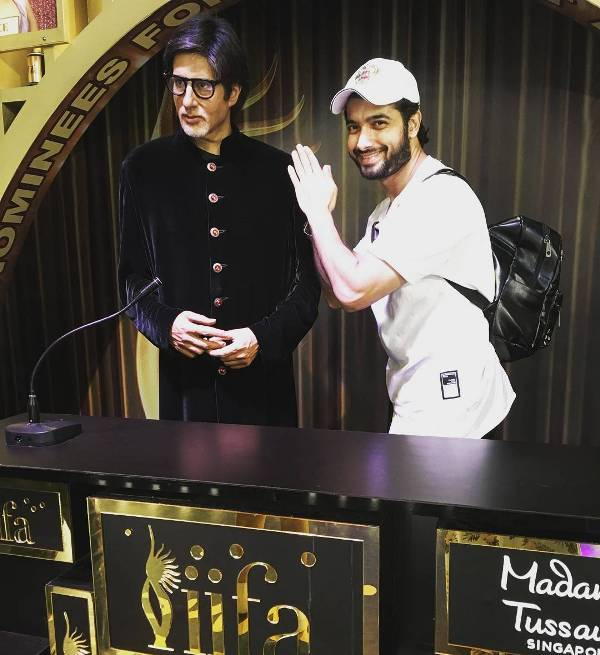 Sharad Malhotra with the statue of Amitabh Bachchan