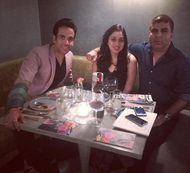 Tusshar Kapoor enjoying food