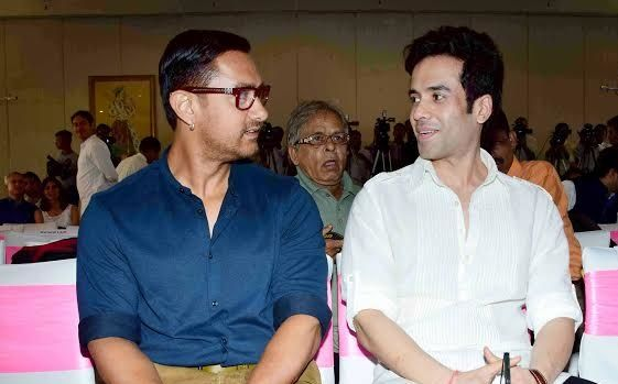Tusshar Kapoor with Aamir Khan
