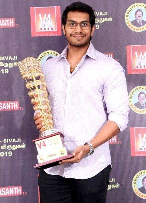 Vishagan Vanangamudi With award