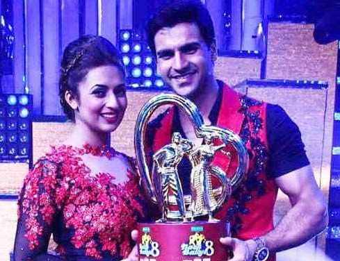 Vivek Dahiya and Divyanka Tripathi with the winners trophy of Nach Baliye 8