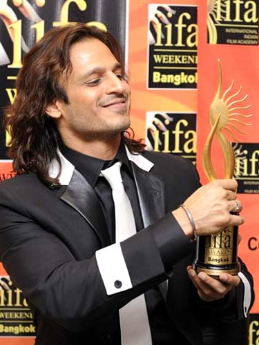 Vivek Oberoi with IIFA award
