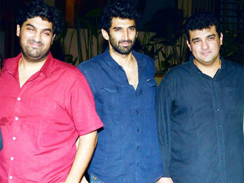 Aditya Roy Kapoor with his brothers