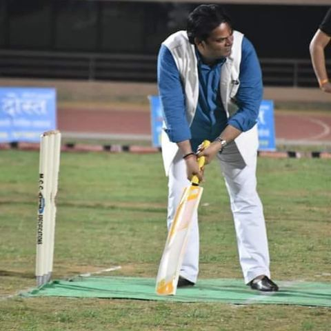 Akhilendra Mishra playing cricket