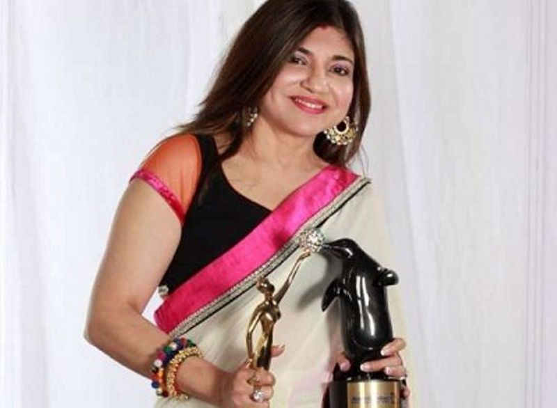 Alka Yagnik with her Award