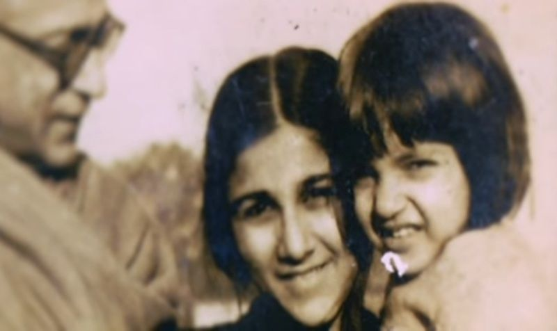 Alka Yagnik with her Nana and Mausi