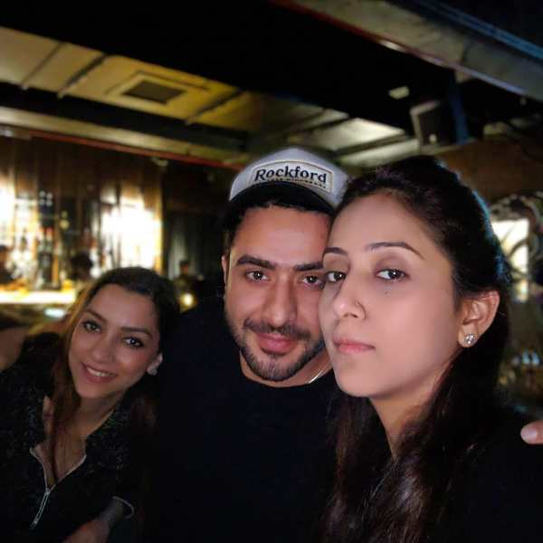 Aly Goni with her sisters