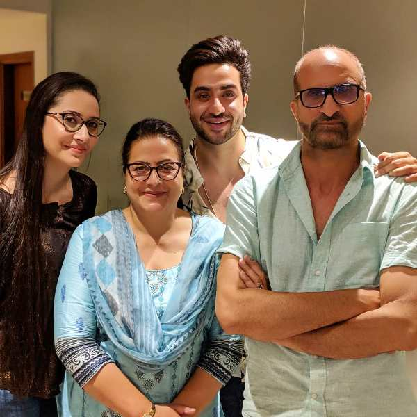 Aly Goni with his family