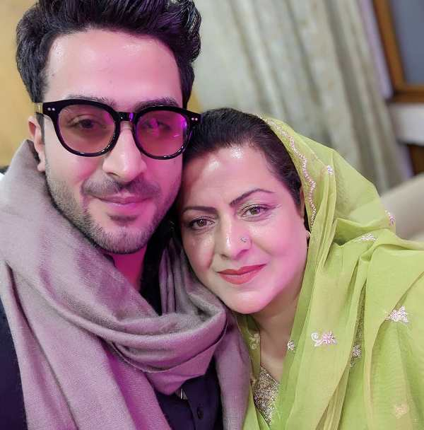 Aly Goni with his mother