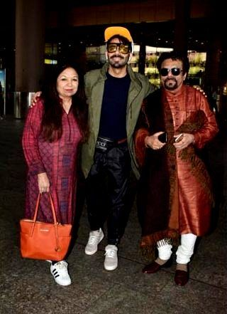 Aparshakti Khurana with his parents