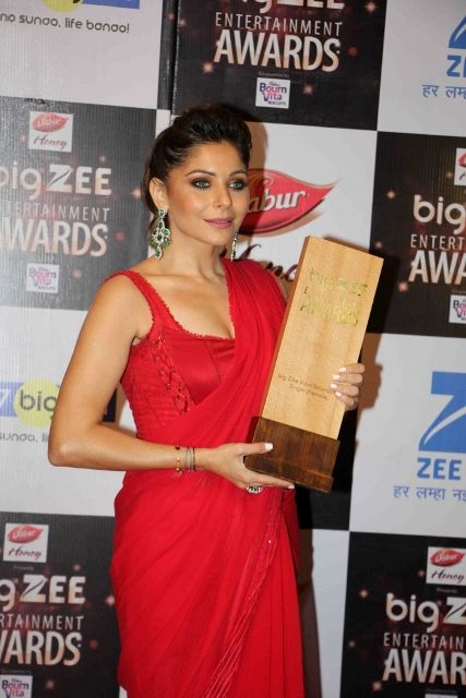 Kanika Kapoor with Big Star award