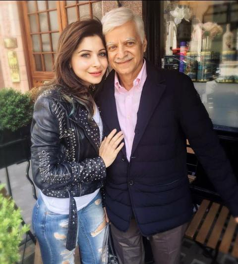 Kanika Kapoor with her father