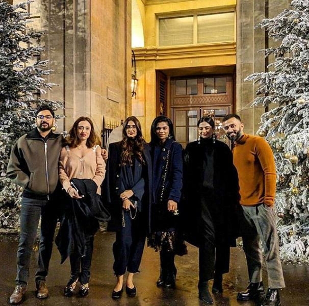 Karan Boolani Captured With Rhea Kapoor Sona Kapoor and Anand Ahuja