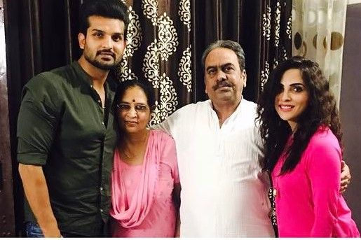 Mansi Sharma with her parents and husband