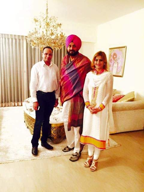 Ruby Yadav with her husband Vinay Yadav, and Navjot Singh Siddhu at center