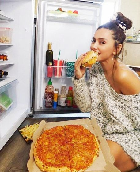 Shibani Dandekar eating a burger