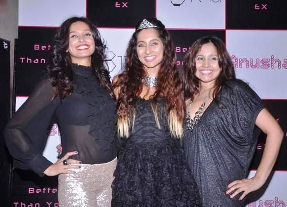 Shibani Dandekar (left) with Anusha Dandekar (centre) and Apeksha Dandekar (right)