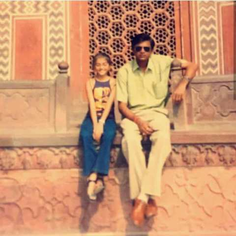Shruti Sinha with her father in childhood
