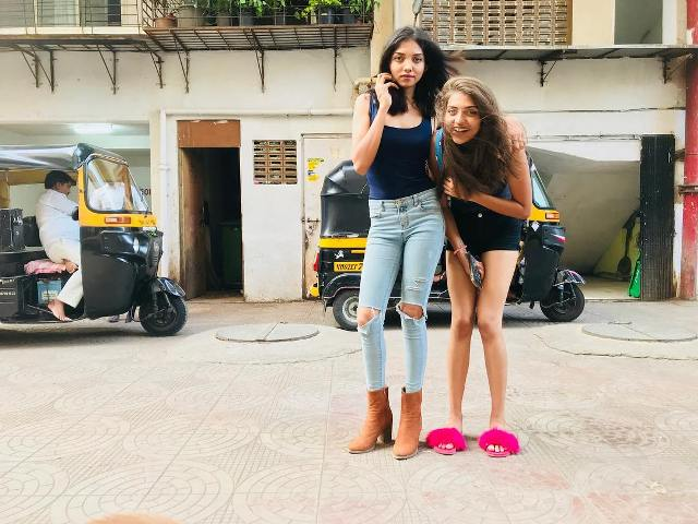 Shruti Sinha with her sister