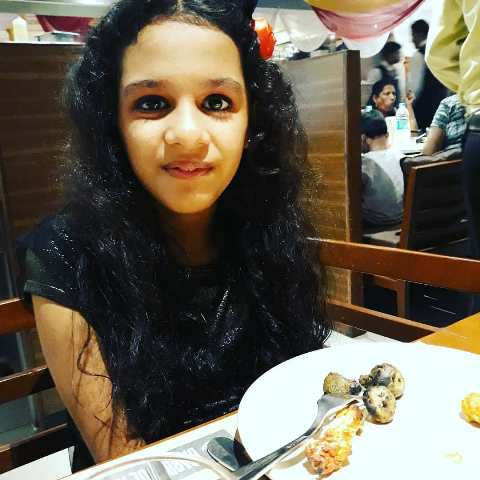 Syna Anand having food
