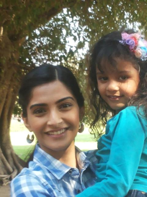 Syna Anand with Sonam Kapoor pic