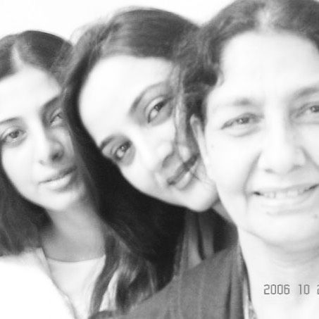 Tabu with her mother and sister