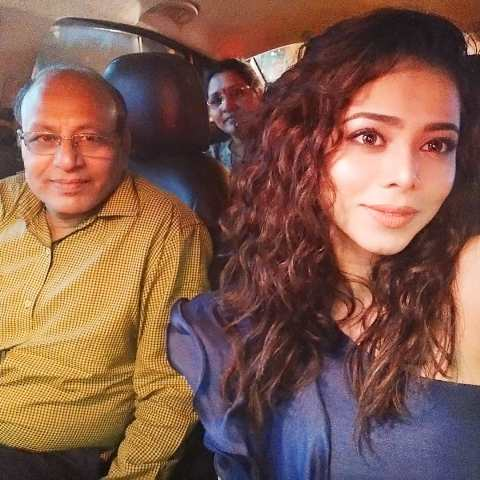 Vaishnavi Dhanraj with her father