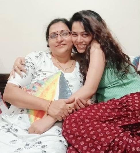 Vaishnavi Dhanraj with her mother