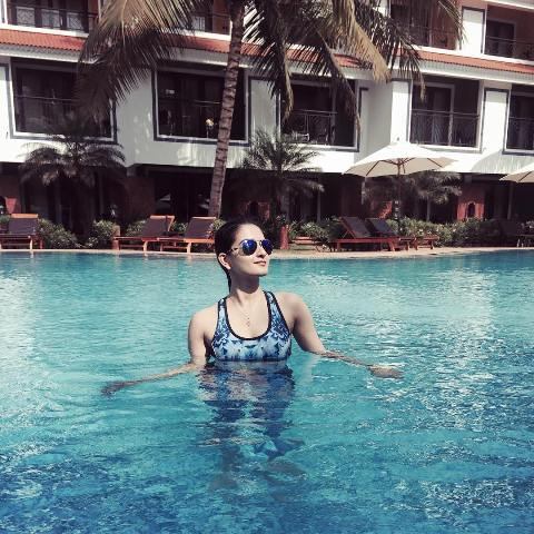 Zara Yesmin swimming