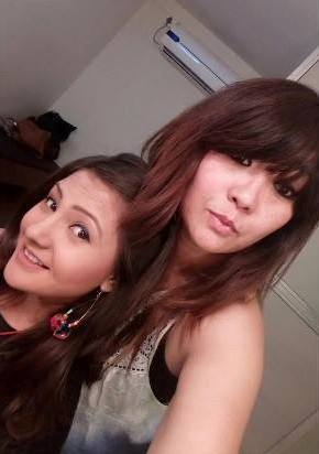 Aashika Bhatia with her mother