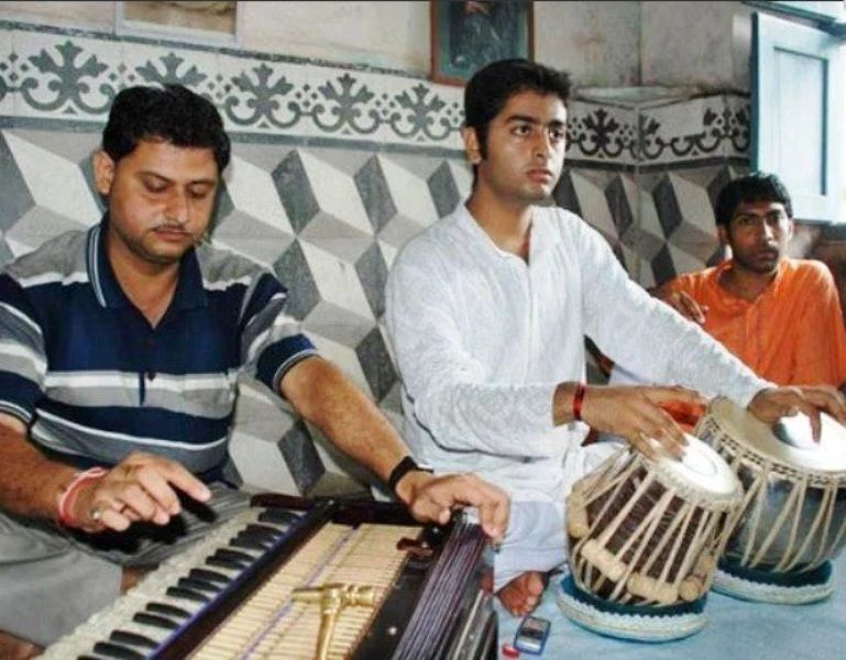 Arijit Singh Learning Tabla