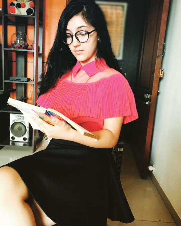 Ashnoor Kaur reading a novel