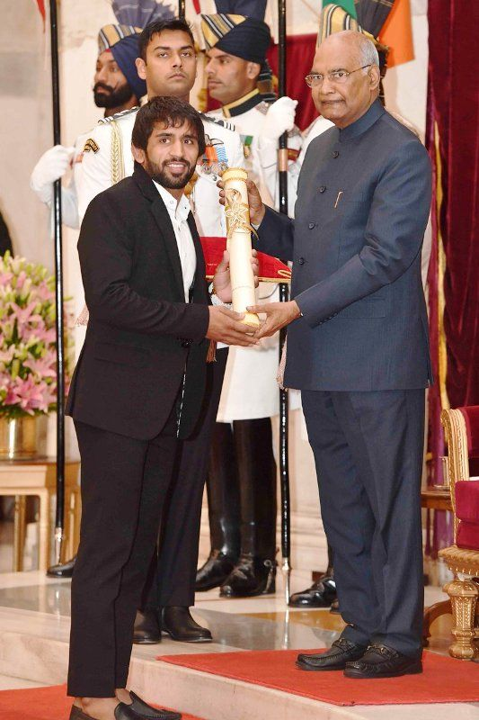 Bajrang Punia Receiving Padma Shri From Ram Nath