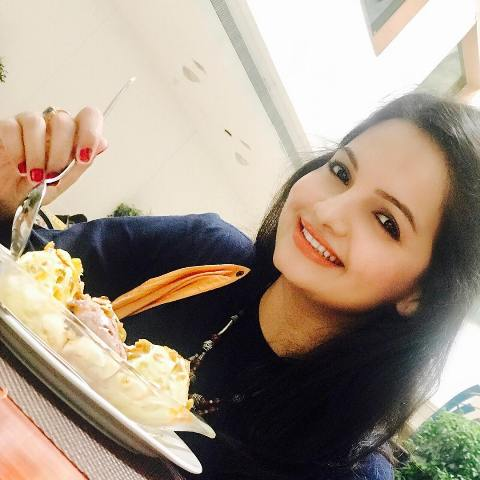 Giaa Manek having ice cream