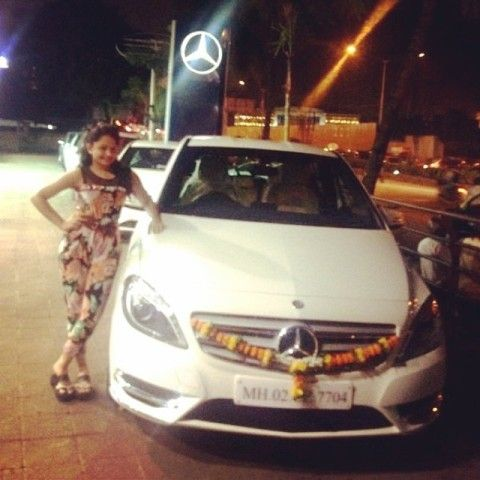 Giaa Manek with her car