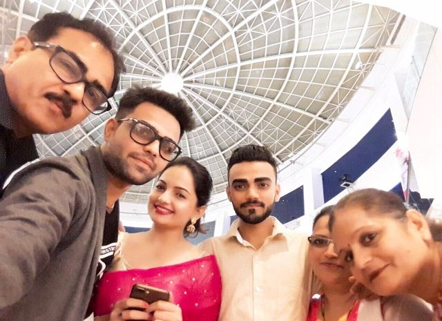 Giaa Manek with her extended family