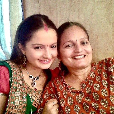 Giaa manek with her mother