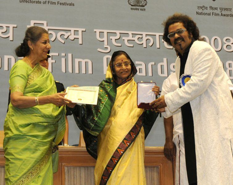 Hariharan Receiving National Award
