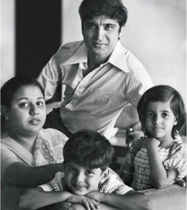 Honey Irani With Javed Akhtar And their Two Children Zoya And Farhan