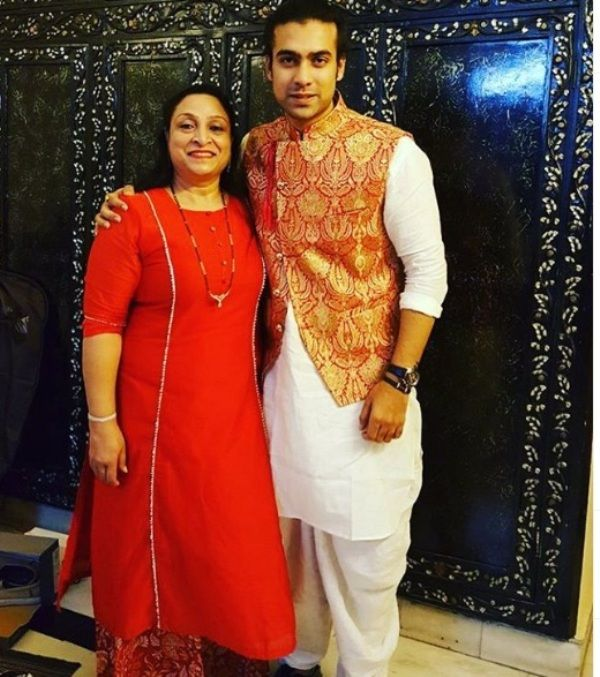 Jubin Nautiyal With His Mother