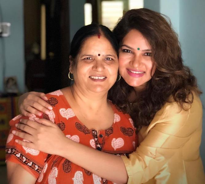 Kamna Pathak with her mother
