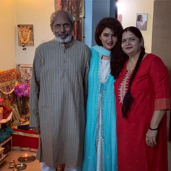 Kamna Pathak with her parents
