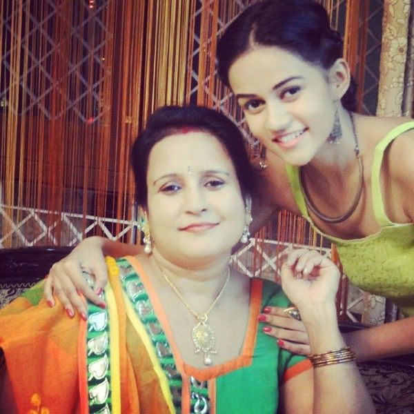 Komal Pandey with her mother