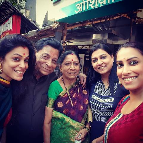 Kranti Redkar with her parents and siblings