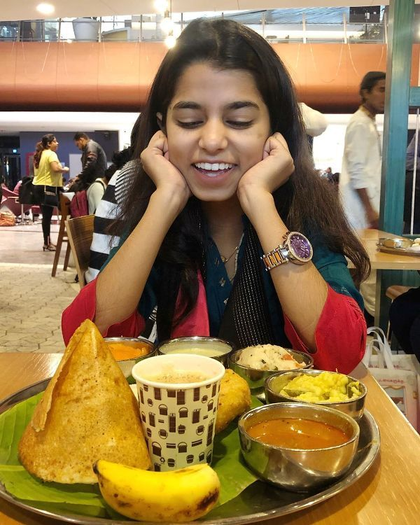 Maithili Thakur having food