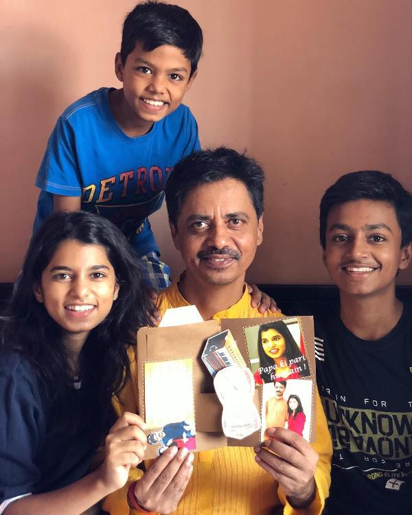 Maithili Thakur with her father and brothers