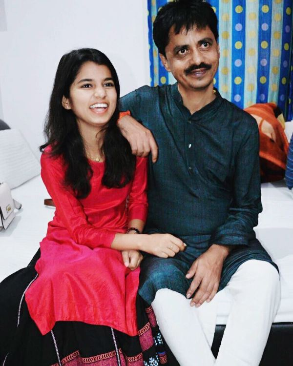 Maithili Thakur with her father
