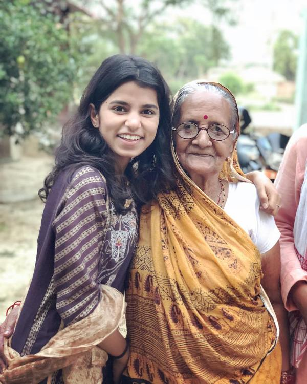 Maithili Thakur with her grandmother